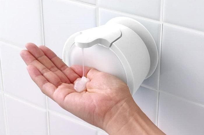 お風呂掃除がラクに?!SNSで話題の浮かせるソープディスペンサーが便利!
