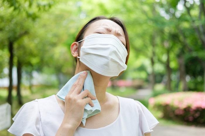 そのマスク、危険かも?!「マスク熱中症」リスクが一番低い素材とは?