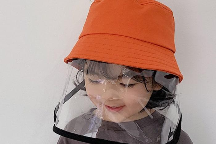 夏が来た!マスク嫌いの子供でもかぶれる帽子で、紫外線もウイルスもガード