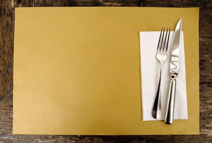 紙製のランチョンマット