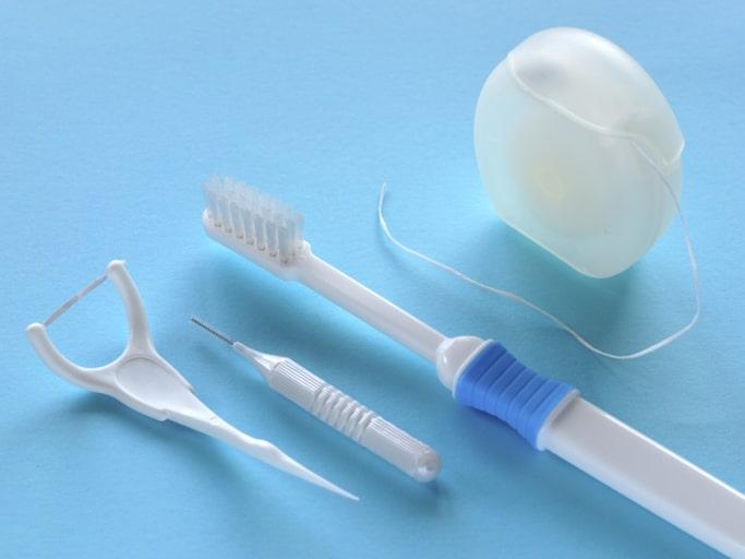 歯間ブラシやフロスを一緒につかうともっと歯がキレイに