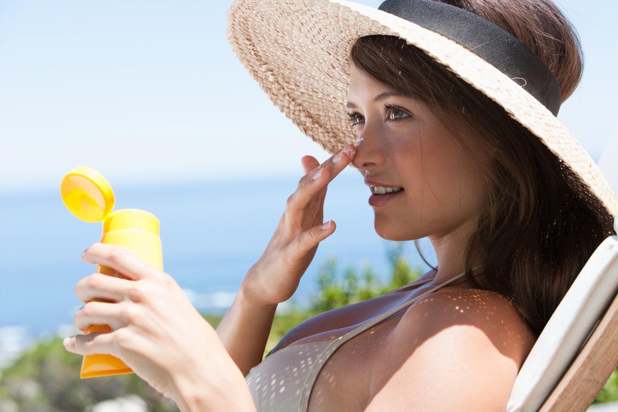 上手に洗って肌荒れを防ぐ!落ちにくい日焼け止めのクレンジング方法