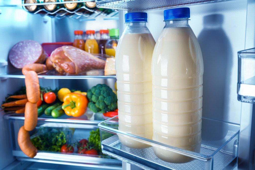 野菜室や冷凍庫を立てる収納スペースに!