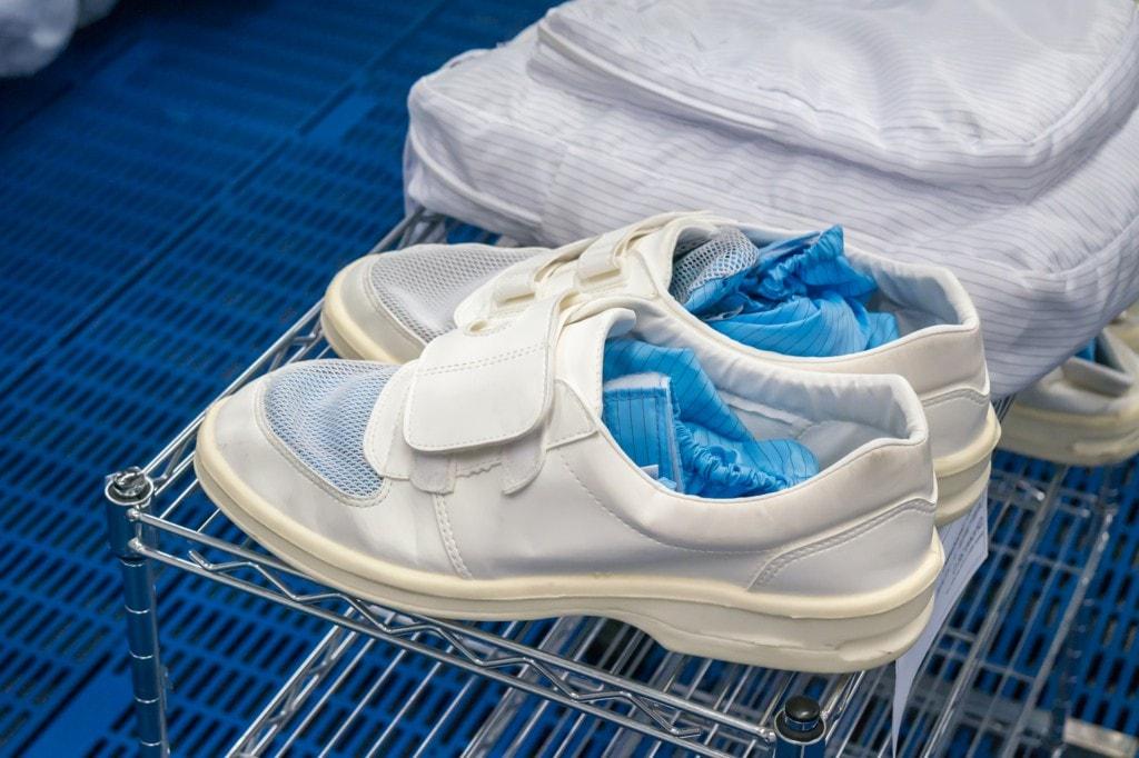 突っ張り棒で靴用のラックを自作!