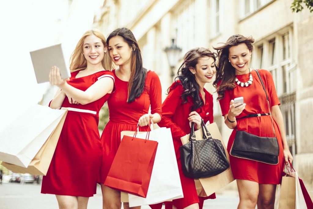 クリスマスのドレスコードは『レッド』コーデで決まり♡