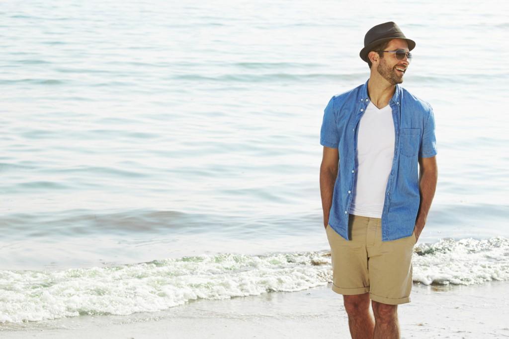猛暑に着たくなる爽快な「ライトブルー」があれば、モテ度もグ~んっとUP
