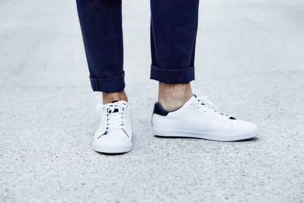 足元は「白スニーカー」で清潔感をインプットするのが夏のモテ常識