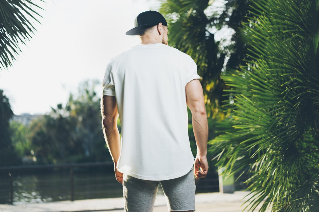 無地は無地でも、シンプルな「変形Tシャツ」でヌケ出す!