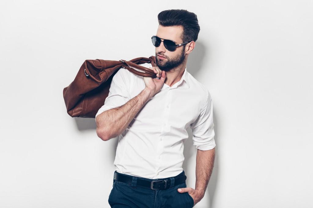 モテる30代の秋バッグはレザー風味が鉄板