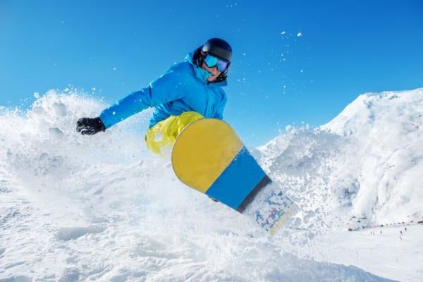 【初心者向け】スノーボードの選び方とおすすめブランド7選
