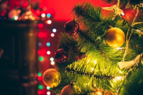 【クリスマスツリー】クリスマスをおしゃれに彩る、ツリーグッズをご紹介