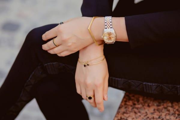 手元のお洒落に抜け目なし!腕時計とブレスレット、セット使いがカワイイんです!