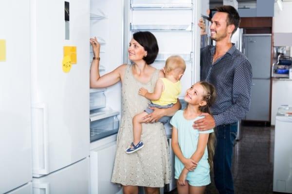 家族で冷蔵庫を使うならこれ!人数別・おすすめ冷蔵庫を解説