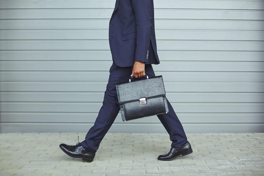 スーツに合うおしゃれなビジネスバッグの年代別おすすめ14選