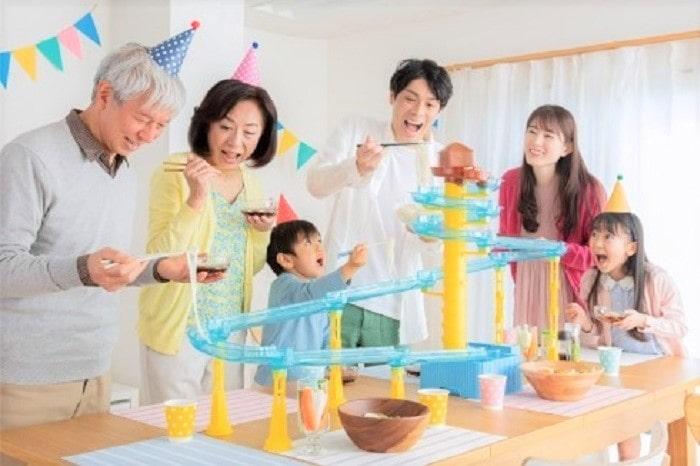 子どものテンション爆上がり!「スライダー型流しそうめん器」で夏休み満喫!
