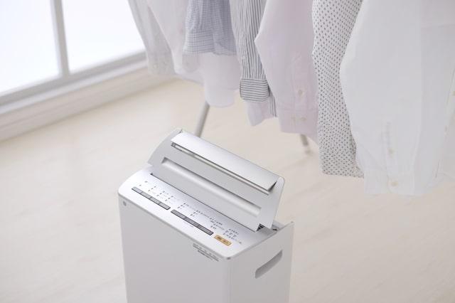 扇風機や除湿器を使う