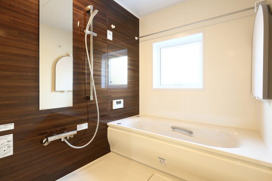 お風呂上りに絶対やって!「たった10秒」でできる【浴室のカビ対策】とは