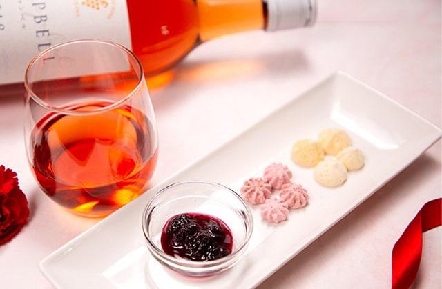 十勝ワイン「キャンベル」とノースファームストックのお菓子ギフト