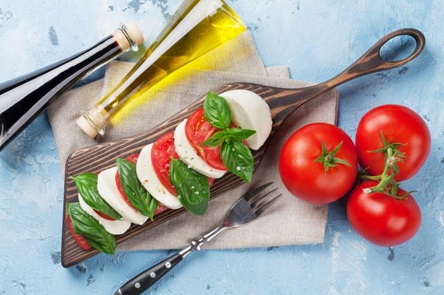 定番!トマトとモッツァレラチーズのカプレーゼ