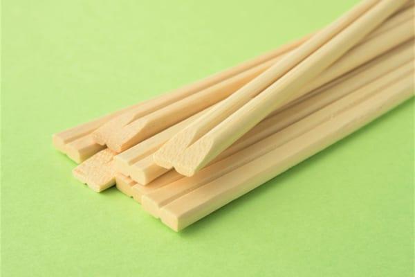 「割り箸を綺麗に割るコツ」が簡単すぎて、知らなきゃ損!もう失敗しない!