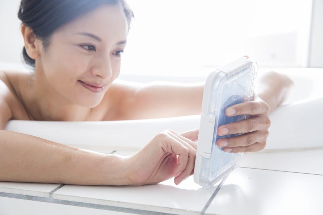 スマホの人気防水ケース20選|お風呂でも使える完全防水グッズ
