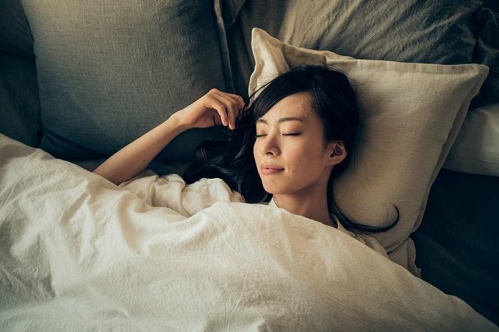 「夜寝つけない人」は試すべし!息するだけで眠くなる超カンタンな入眠法とは