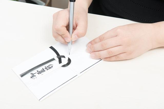 香典と筆ペン