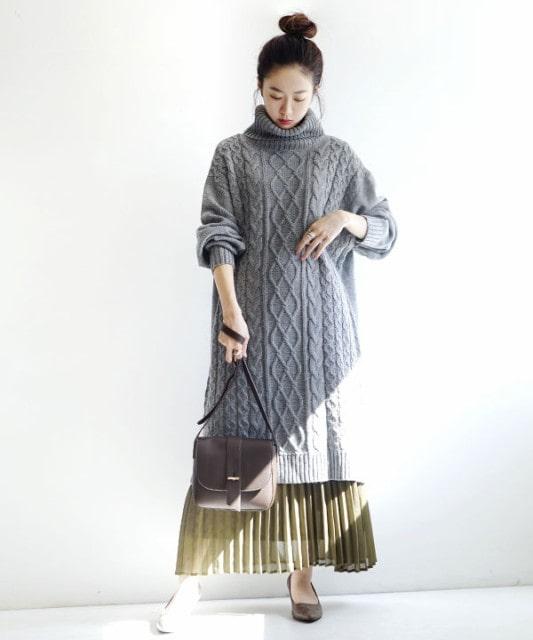 ケーブル編み ゆったりタートル ニットワンピース