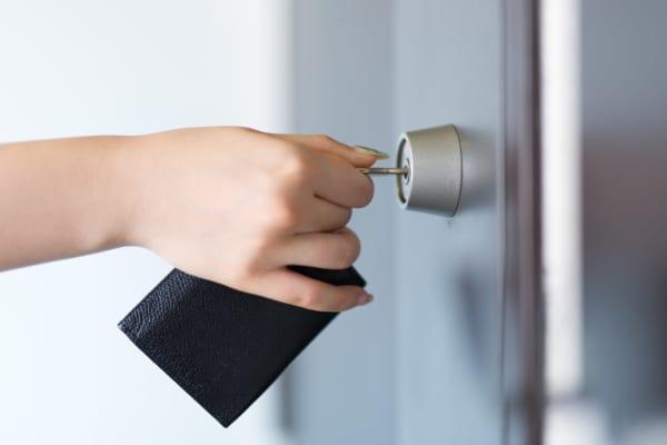 「玄関の鍵、閉めたっけ?」を解消!戸締り完了が一目で分かる便利グッズとは