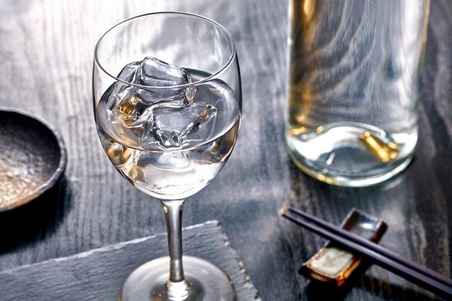 ワイングラス日本酒