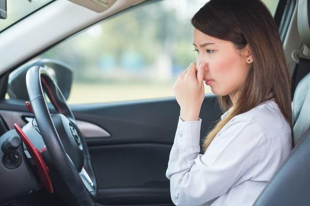 車が臭う原因とは?