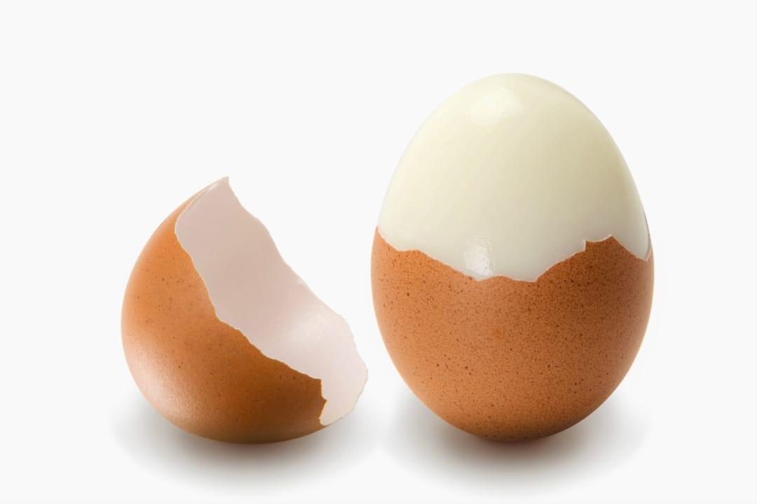 「ゆで卵の殻が一瞬でつるっと剥ける裏ワザ」が便利すぎて知らなきゃ損!