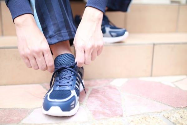 靴紐が「絶対ほどけない」結び方?!サッとできちゃう簡単な方法、知らなきゃ損!