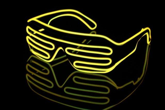 光るサングラス