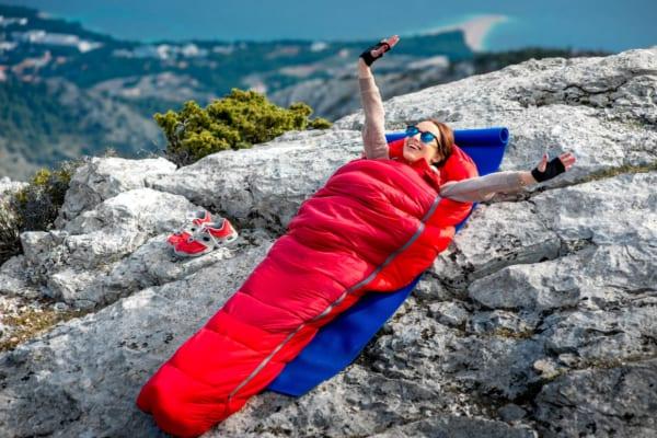 寝袋はどうやって選べばいい?災害時や車中泊などシーン別の選び方を紹介