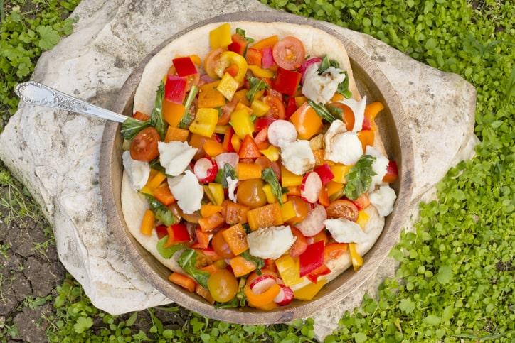 サーモンと野菜のカラフルキューブサラダ