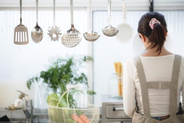 料理中の「置き場に困る」を解決!狭い台所でも調理器具がコンパクトに置ける!