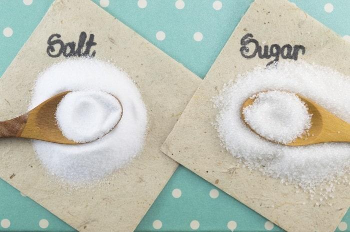 「固まった砂糖&塩」をサラサラに戻す超カンタンな方法があった?!