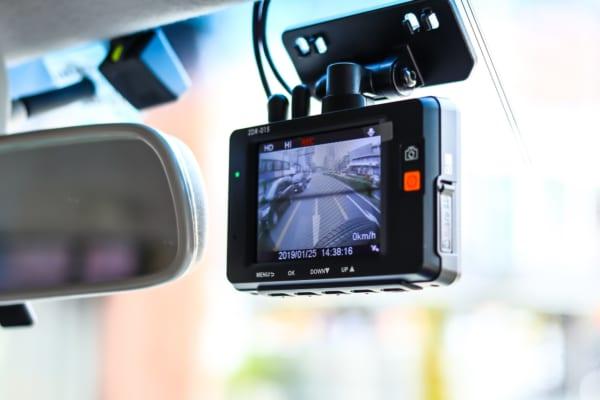 《2019年》人気&おすすめのドライブレコーダーの選び方!取り付け方もご紹介