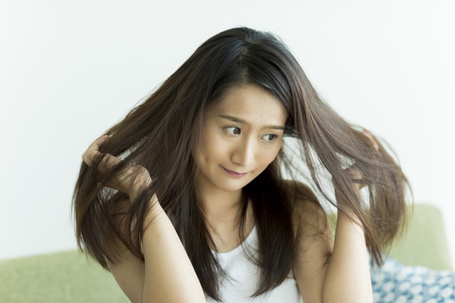 髪の毛が傷んでいる人