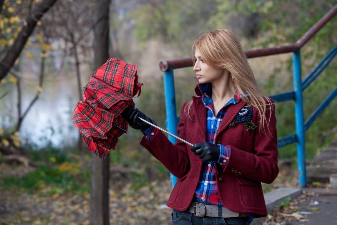 軽量で使いやすい!女性におすすめの折りたたみ傘10選