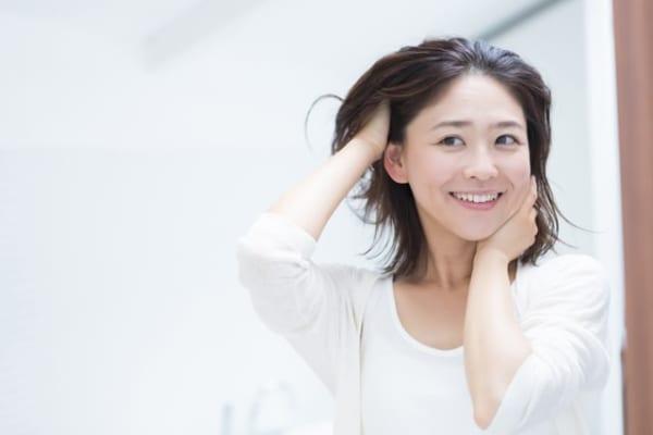 白髪は抜くべき?染めるべき?30代からの白髪の原因と予防策