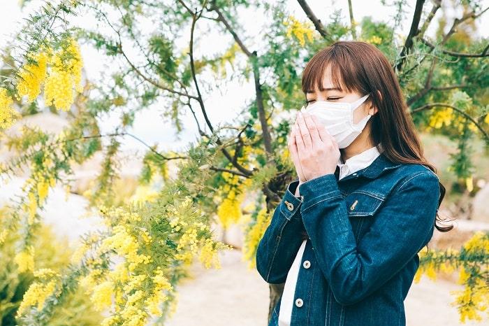 「花粉を玄関ではらい落とす」はNGだった?!驚きの対策で花粉症が楽に!