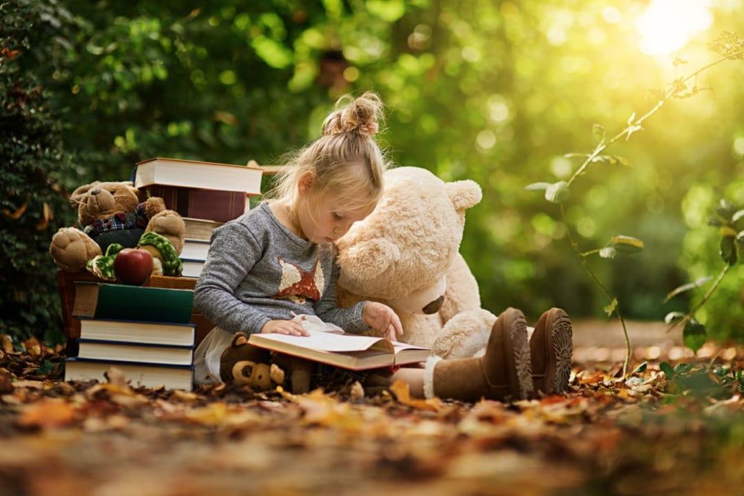2歳児が喜ぶ絵本はどれ?知育、寝かしつけなど目的別のおすすめ絵本15選