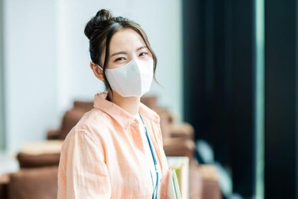 もう息苦しくない!マスクの下につけるだけのブラケットは化粧崩れも防げる!
