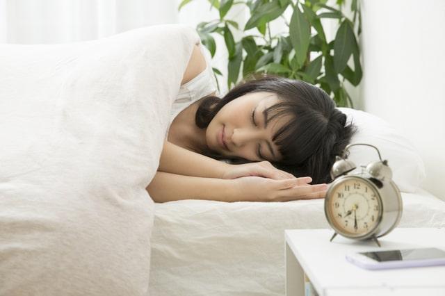 口を閉じて寝たり、横向き寝したりしてもいびきをかくのはなぜ?