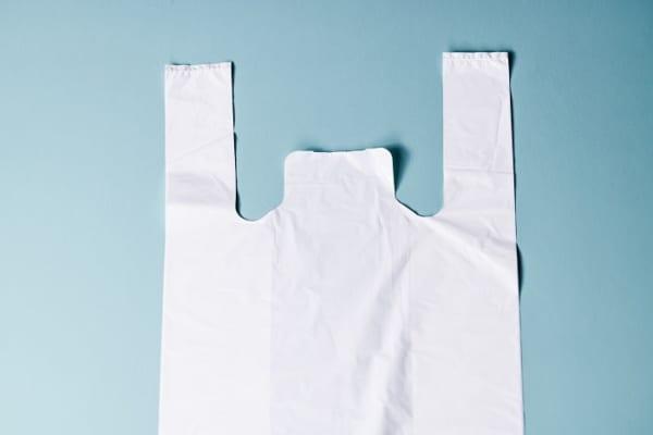 「レジ袋が一瞬でひらける裏ワザ」が簡単すぎ?!濡れ布巾もスポンジも不要!