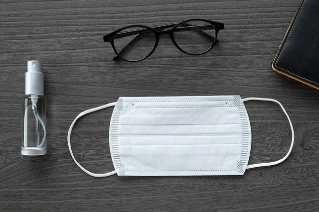 冬に眼鏡が曇るのはなぜ?