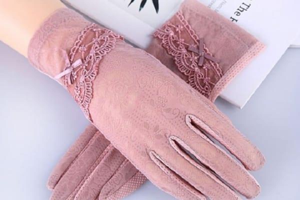 つり革やドアノブに触れたくない方へ!『夏用手袋』はUVカットも通気性も◎
