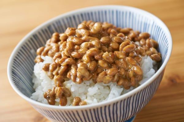 納豆食べたら試して!【ネバネバが付いた食器】ラクに洗う裏ワザが超便利!